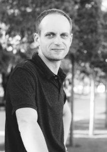 Dantu technikas Kristupas Endriusaitis. Neišimamų dantų protezų gamyba Vilniuje ir visoje Lietuvoje